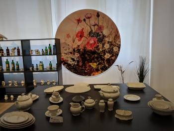 Porzellanreisen-Thun-gedeckter-Tisch