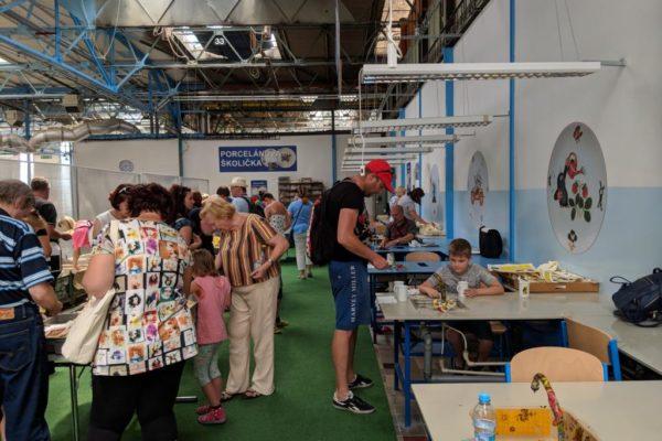 Porzellanreisen Thun Dekoranbringung druch Besucher